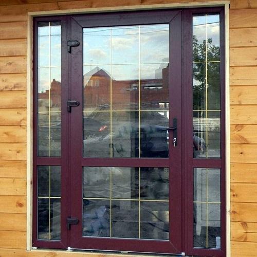 офисная входная дверь пвх со стеклом цена